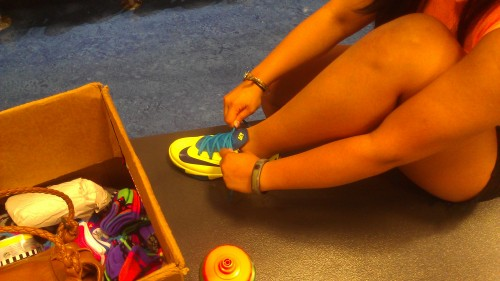 Kim trying on the GS version of the KD VI.