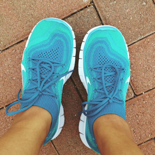 nike free run with socks